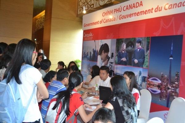 Hon 100 truong tham gia Ngay hoi giao duc Canada 2016 hinh anh 2