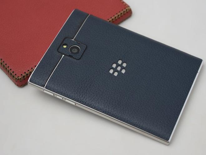 3 ly do Blackberry Passport gia 5 trieu dong hut khach hinh anh