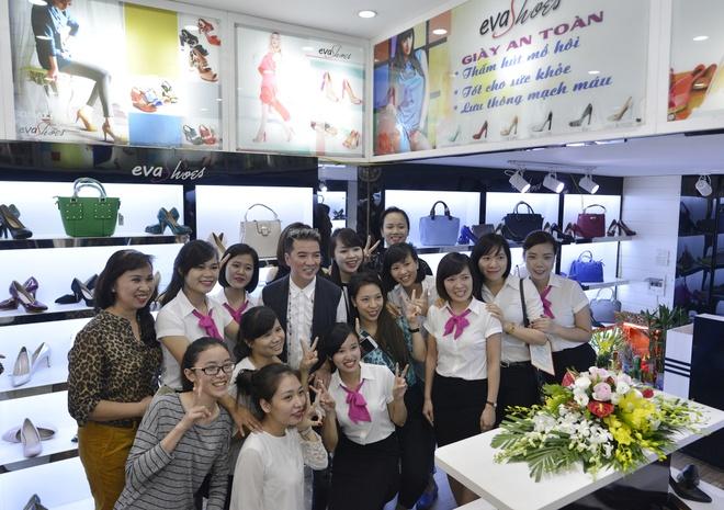 Dam Vinh Hung,  Evashoes anh 7