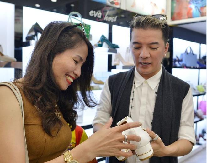 Dam Vinh Hung tu van chon giay cho fan nu du liveshow hinh anh