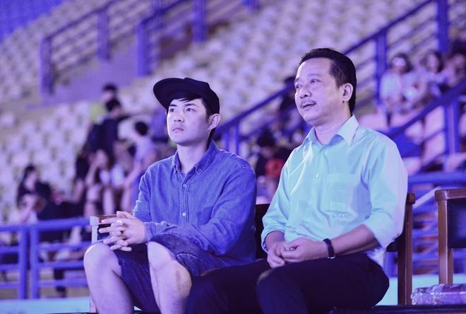 Dong Nhi: 'Toi va anh Thang chua bao gio bat dong quan diem' hinh anh 1