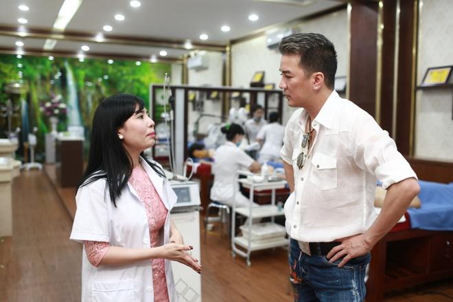 Dam Vinh Hung di spa, chuan bi cho liveshow 12 ty tai Ha Noi hinh anh 4