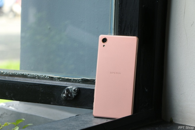 Loat smartphone Sony giam gia manh lan cuoi tai FPT Shop hinh anh 1