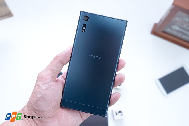 Loat smartphone Sony giam gia manh lan cuoi tai FPT Shop hinh anh 4