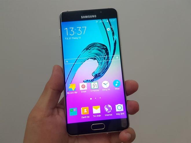 Samsung Galaxy A7 2016 dieu chinh gia con 5 trieu dong hinh anh 2
