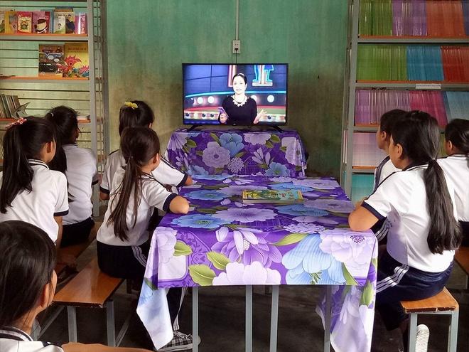 Tang TV thong minh cho 28 truong tieu hoc mien nui hinh anh 1