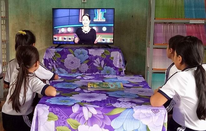 Tang TV thong minh cho 28 truong tieu hoc mien nui hinh anh