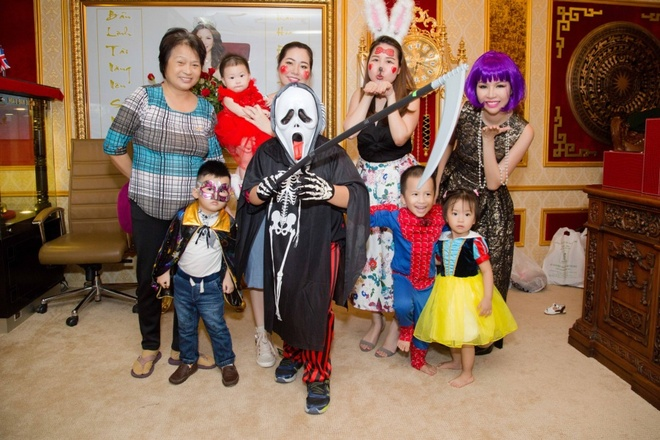 Nhan vien Long Hoang Security hoa trang ma mi don Halloween hinh anh 6