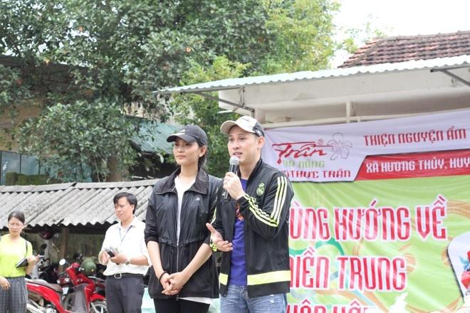Am thuc Tran Da Nang tang 300 trieu dong cho ba con vung lu hinh anh 5