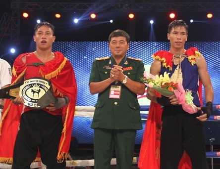 Quang Ngai soi dong voi giai dau vo co truyen, boxing hinh anh