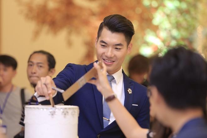 Simon Tu than thiet voi Khanh Hien trong tiec cuoi hinh anh 8