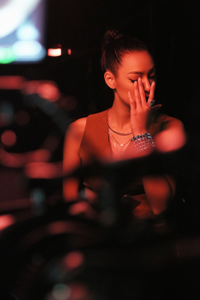 Lily Nguyen so hai khi du minh tren day quay phim ngan hinh anh 1
