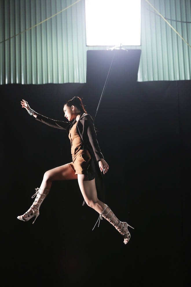 Lily Nguyen so hai khi du minh tren day quay phim ngan hinh anh 3