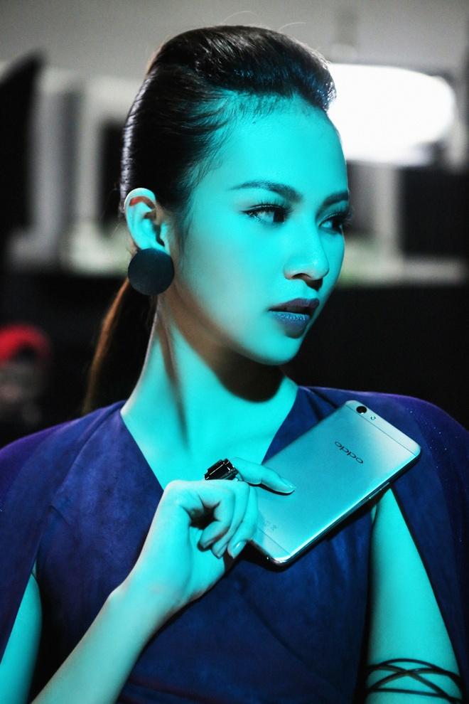 Lily Nguyen so hai khi du minh tren day quay phim ngan hinh anh 6