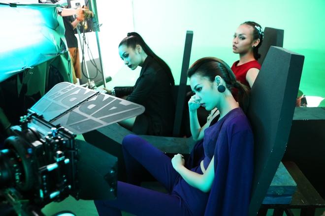 Lily Nguyen so hai khi du minh tren day quay phim ngan hinh anh 9