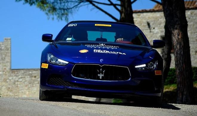 Trai nghiem lai xe Maserati tai Italy cho khach hang Viet hinh anh