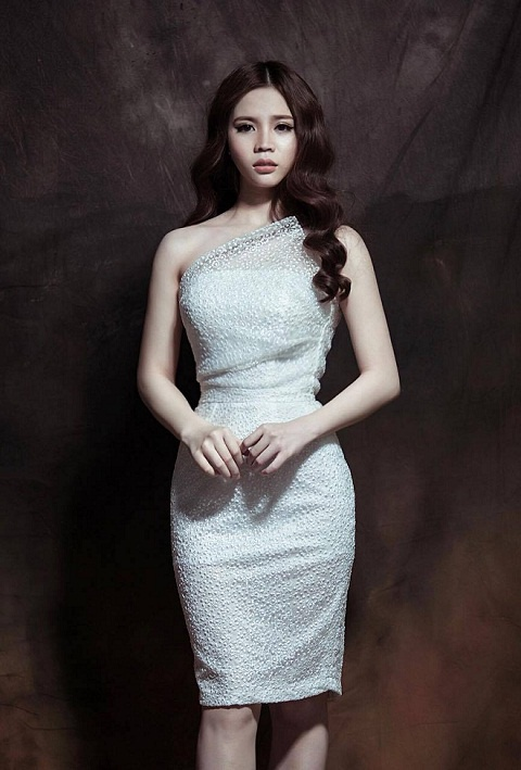 Luxy Nguyen ra mat BST chao showroom moi hinh anh 2