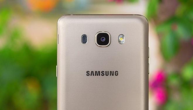 Samsung Galaxy J7 2016 hut khach tai phan khuc 4 trieu dong hinh anh 1