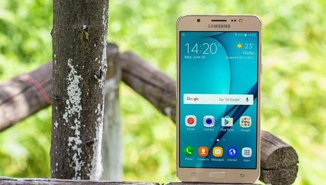 Samsung Galaxy J7 2016 hut khach tai phan khuc 4 trieu dong hinh anh 2