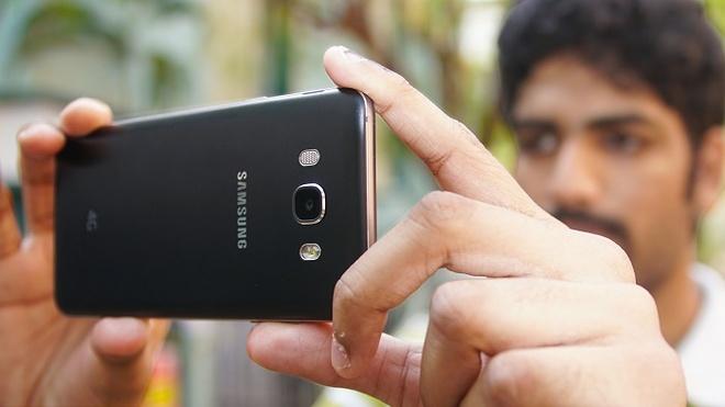 Samsung Galaxy J7 2016 hut khach tai phan khuc 4 trieu dong hinh anh 4