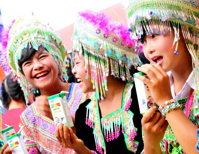 Vinamilk mang 'Sua hoc duong' den voi tre em Dak Nong hinh anh