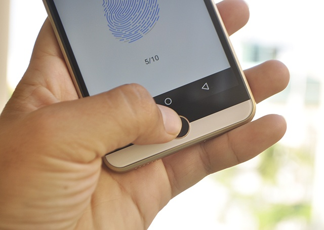 Intex Aqua View: Smartphone An Do gia re co cam bien van tay hinh anh 2