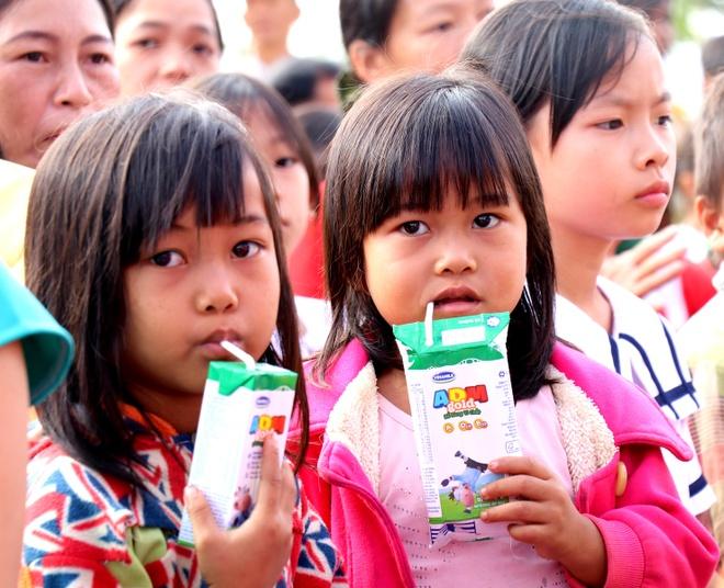 Vinamilk mang 'Sua hoc duong' den voi tre em Dak Nong hinh anh 3