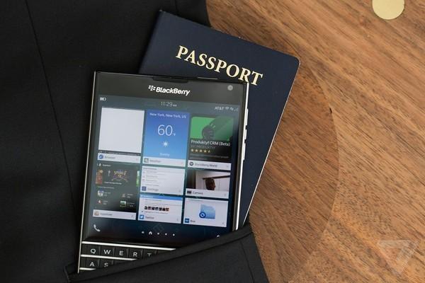 BlackBerry Passport giam gia ky luc con 4,49 trieu dong hinh anh 1