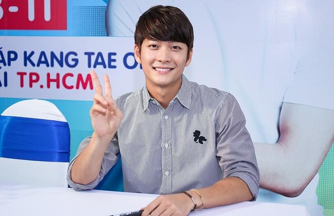 Khoanh khac Kang Tae Oh than thiet voi fan Viet hinh anh