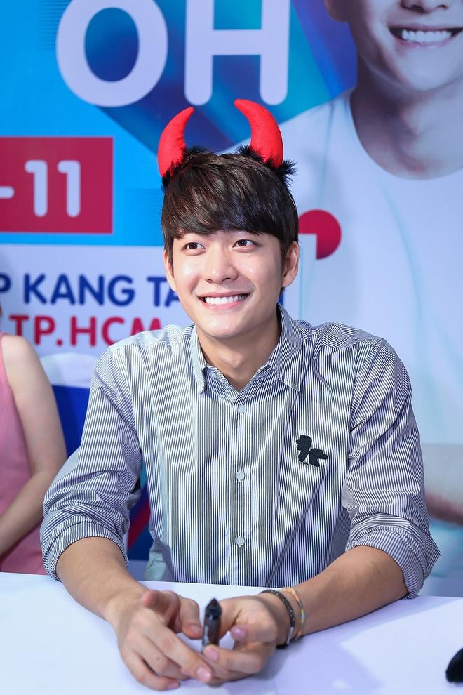 Khoanh khac Kang Tae Oh than thiet voi fan Viet hinh anh 3