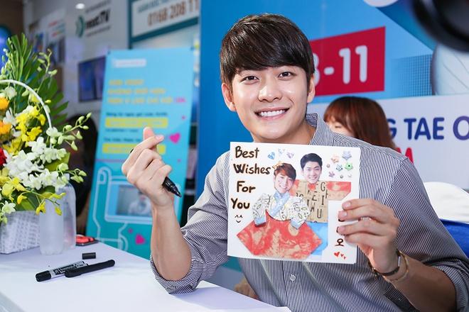Khoanh khac Kang Tae Oh than thiet voi fan Viet hinh anh 5