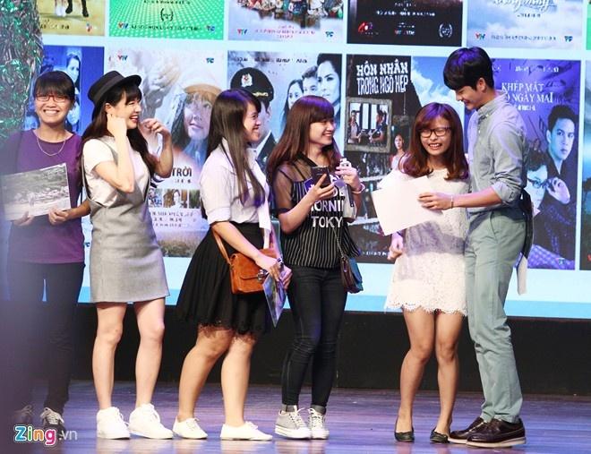 Khoanh khac Kang Tae Oh than thiet voi fan Viet hinh anh 7