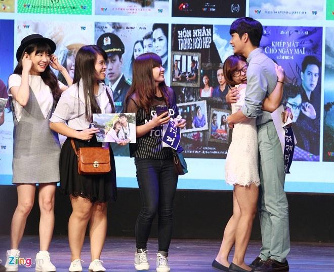 Khoanh khac Kang Tae Oh than thiet voi fan Viet hinh anh 8