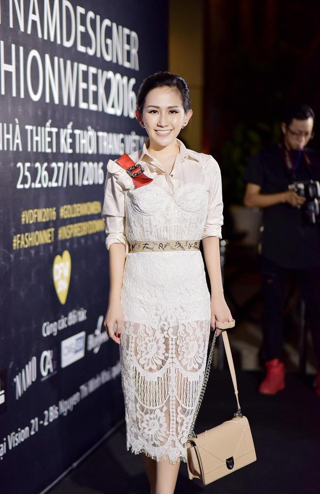 Tram Nguyen noi bat tai Vietnam Designer Fashion Week 2016 hinh anh 1