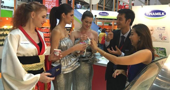 Vinamilk duoc tu chung nhan xuat xu hang hoa trong ASEAN hinh anh 2