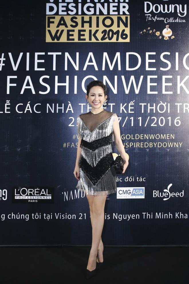Tram Nguyen noi bat tai Vietnam Designer Fashion Week 2016 hinh anh 8