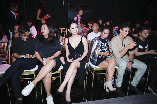 Tram Nguyen noi bat tai Vietnam Designer Fashion Week 2016 hinh anh 10