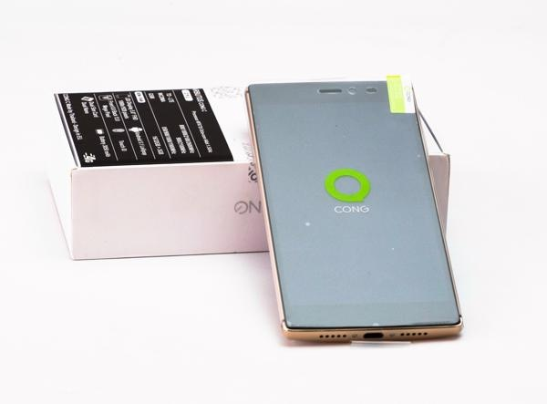 Arbutus Cong C: RAM 3 GB, bao mat van tay da dung hinh anh 1