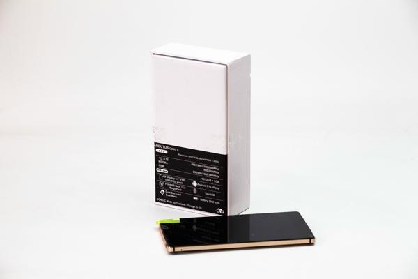 Arbutus Cong C: RAM 3 GB, bao mat van tay da dung hinh anh 2