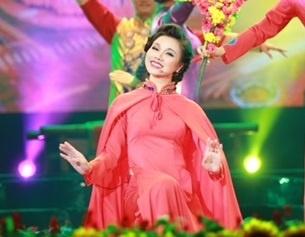 Lam Phi Quynh dau tu lon cho tiet muc mo man Tet Van Loc hinh anh