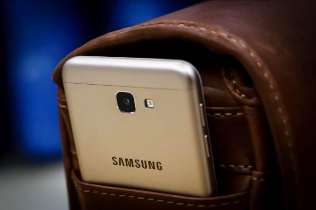 Mua Galaxy J5 Prime online, nhan qua hon 1 trieu dong hinh anh 2