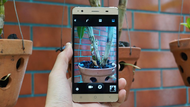 Bavapen B525: Smartphone man hinh cung, thiet ke dep hinh anh