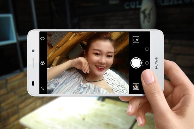 3 smartphone Huawei chuyen selfie hinh anh 1