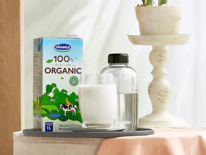 Vinamilk tien phong san xuat sua tuoi 100% organic tai VN hinh anh