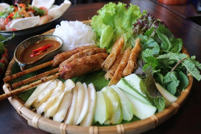 Thuong thuc buffet met hon 50 mon Viet giua long TP.HCM hinh anh 1