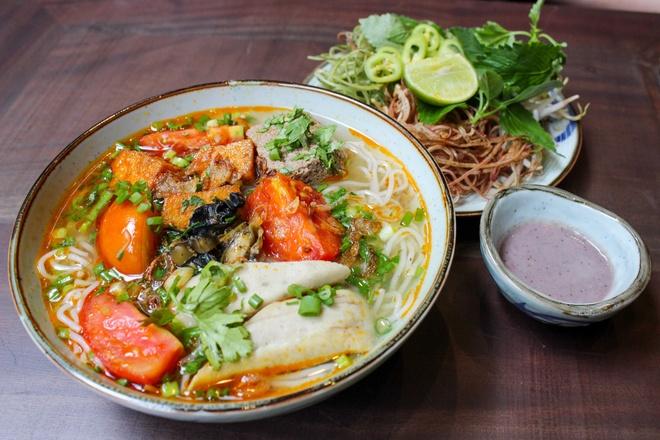 Thuong thuc buffet met hon 50 mon Viet giua long TP.HCM hinh anh 6