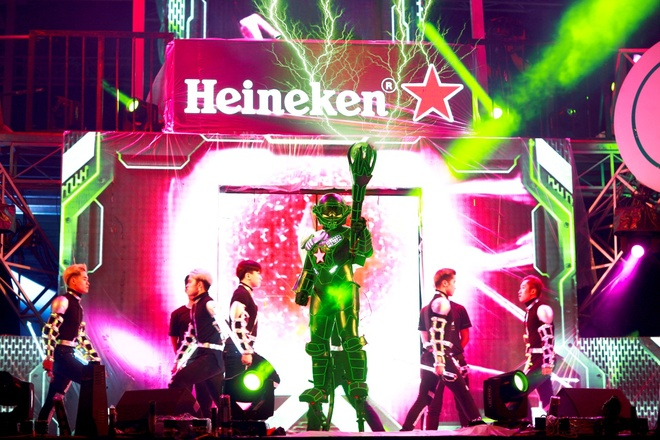 4 robot cung fan Heineken chay het minh tai dai nhac hoi hinh anh 3