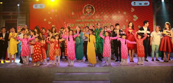 Pham Huong keu goi fan giup do mien Trung anh 3