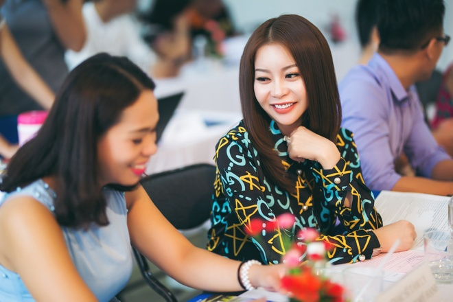 Hoa hau Hai Duong lam giam khao cuoc thi MC cua sinh vien hinh anh 4