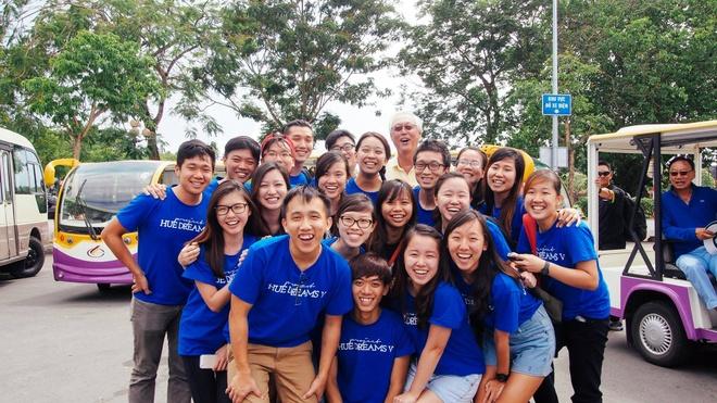 du hoc Singapore,  INEC anh 3